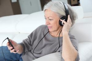 woman-with-headphones
